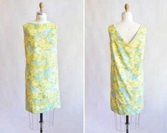 Vintage 1960s FLORAL mini dress