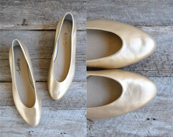 Flat Leather Shoes Size 10   //  Ballet Flats Sz 42  //  QUE SERA SERA