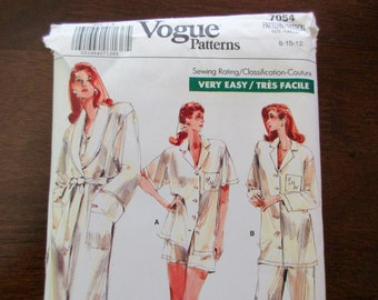 80s vintage Vogue uncut Pattern 7054 - very easy, pajamas, robe, size 8-10-12