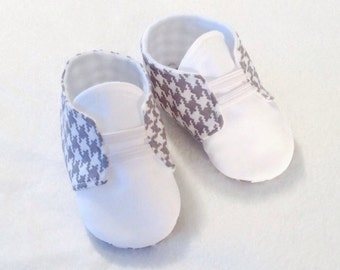 Gray & White Baby Shoes with Elastic | Houndstooth | Newborn size up to 18 Months