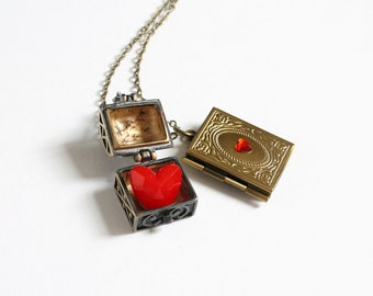 The Evil Queen of Hearts Necklace (OUAT)