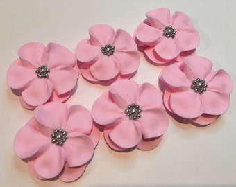 50 sugar flowers in off white with silver sugar balls