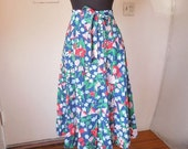 MOVING SALE CUTE Vintage 80's Skirt, Red, White, Green, Pink, Blue Floral, High Waist, Girly and Preppy, Women's Medium, Waist 29