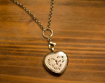 Heart Stainless Steal Essential Oil Diffuser Necklace with Filigree Locket with a full set of felt pads