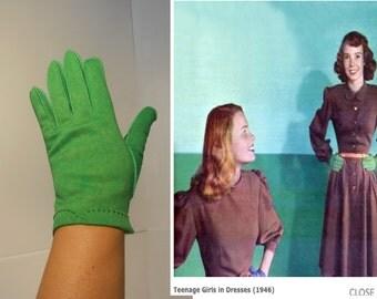 Bobby Socks Gal - Vintage 1940s Bright Green Nylon Over Wrist Gloves - 7 1/2