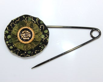 Gold Green and Black Metallic Print Fabric Stacked Yo Yos With Black and Gold Enameled Button Shawl Pin