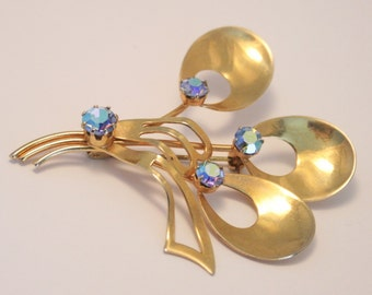 Vintage crystal rhinestone brooch.  Aurora borealis.