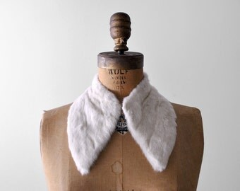 40's white fur collar. 1940's rabbit collar. angular. flat pointed. winter. 1940 fur wrap.