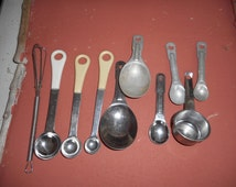 Vintage Kitchen Odd Lot of unmatching Measuring spoons, Bakelite Measuring spoons, stainless steel, measuring cup, mini metal wire wisk