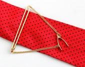 Vintage Gold Tone Wishbone Tie Bar - Retro 1960s Men's Good Luck Dangle Double Chain Wish Bone Charm Pendant Tie Clasp Fashion Accessory