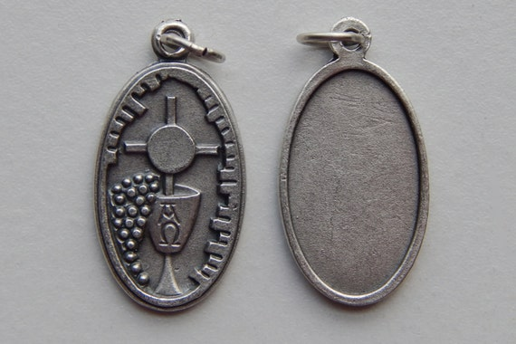 5 Patron Saint Medal Finding - Holy Eucharist, Communion, Die Cast Silverplate, Silver Color, Oxidized Metal, Made in Italy, Charm, RM811