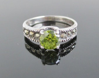 925 Sterling Silver, Marcasite & Green Stone Ring - Vintage Size 6 1/2