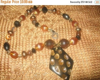20% OFF SALE CHARMING Vintage Bead Necklace/ 20 Inches