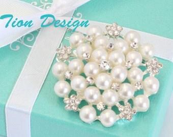 Bridal brooch, Pearl Wedding brooch, Ivory Pearl Crystal Brooch, Wedding Brooch, Rhinestone Brooch   Free US shipping