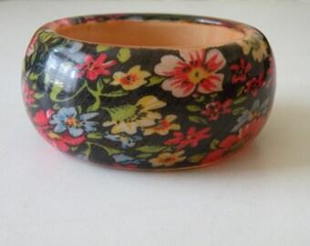 20% off Wood plastic fabric bangle flower floral bracelet. Size M