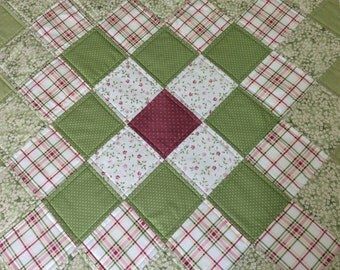 Square Quilted Table Topper, Spring Table Quilt, Quilted Table Runner, Flowers, Daisies, Cottage Chic, Green and Pink