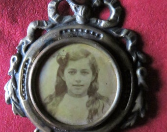 Pretty French Picture Pendent  c  1920