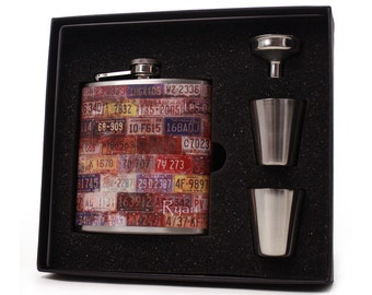Personalized flask gift set for men and women // Vintage License Plate flask gift set