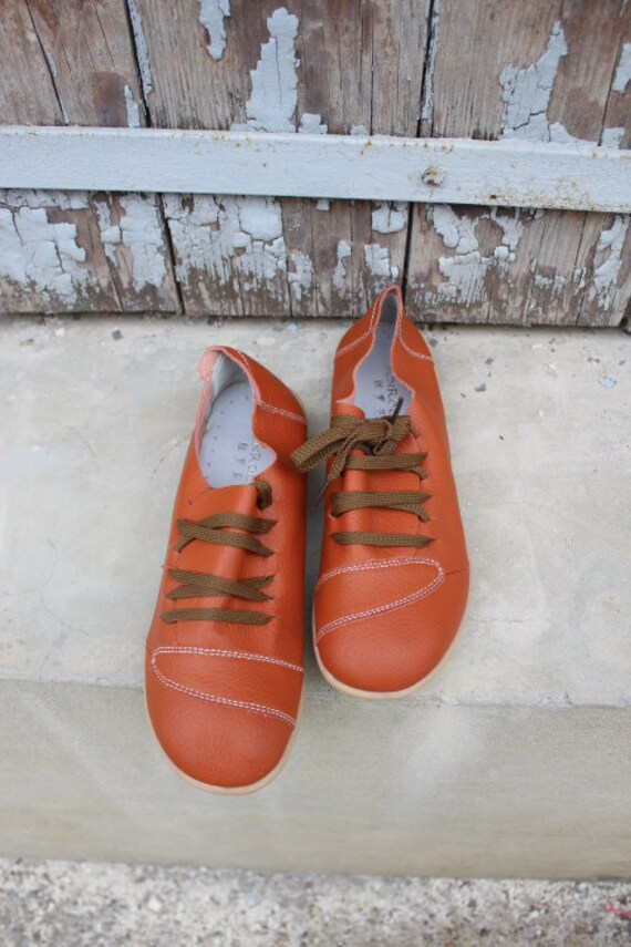 Leather shoes in Orange - size US 10