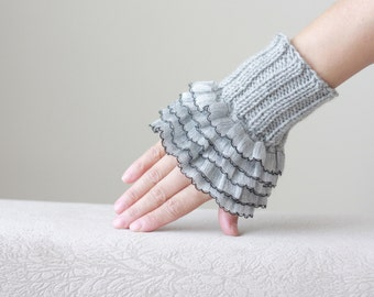 Grey Knit gloves, Fingerless Gloves, Knit wrist cuffs, Frilly gloves, Ruffle gloves, Womens Grey gloves, Knit wrist warmers