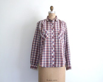 20% SALE 1970s plaid shirt - ladies button down / Peter Pan collar - piped / vintage 70s