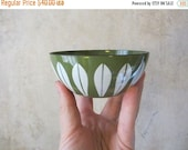 SALE15% Vtg midcentury enamel Cathrineholm lotus bowl / 4 inch / avocado / excellent condition