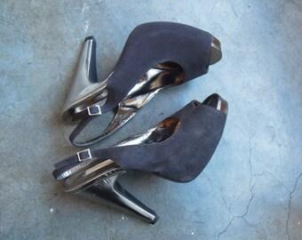 Vtg 90's Black suede and Silver Metallic Leather Platform Pumps Peep Toe Sling Back Size 8