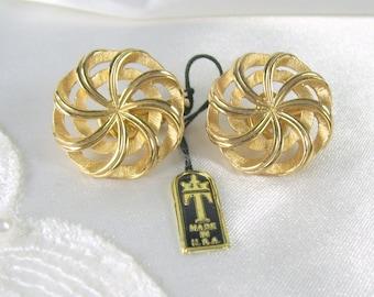 Vintage Crown Trifari Earrings Brushed Gold Tone Original Tags Open Work Pinwheel