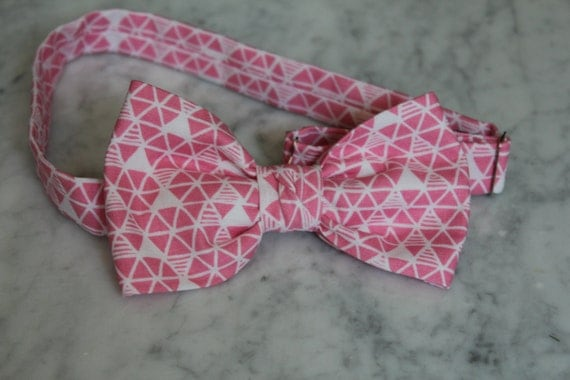 Men's Bow Tie in Fuchsia Pink Triangles - Self tying, pre-tied adjustable strap or clip on - Groomsmen attire