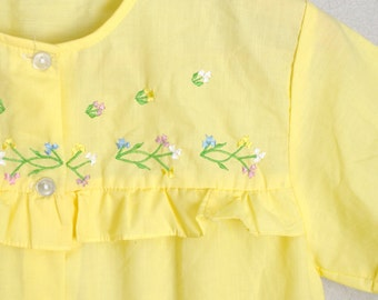 July SALE - 15% Off - Vintage 70s Lemon Pale Yellow Embroidered Bohemian Smock Blouse Top // womens small
