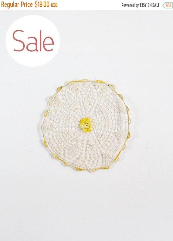 SALE vintage doily circa 1940s sun blossom crotchet lace