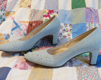 Vintage 1960s Powder Blue Embroidered Embossed Heels, Pumps with Gold Studs, size 8.5 B