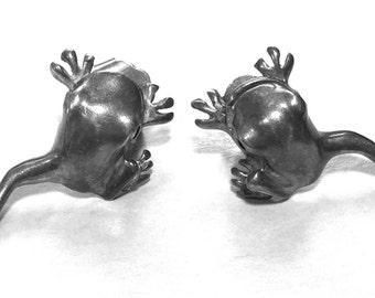Vintage Earrings - Sterling Silver Frog Post : Jumping Leaping Frog Legs - 9 Grams 925     (TSY.88.458)