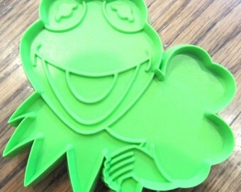Hallmark Cookie Cutter Kermet the Frog with Clover for Good Luck