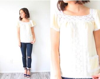 20% OFF HALLOWEEN SALE Vintage boho crochet cream blouse // hippie modest summer lace top // Mexican cream blouse shirt // boho fancy top //