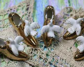 1 Vintage Miniature Ceramic Gold Shoe with Dove