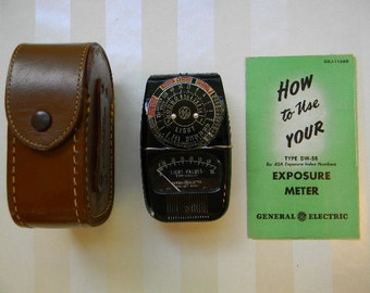 Vintage Light Exposure meter with Case and Instructions, Model 8DW58Y4