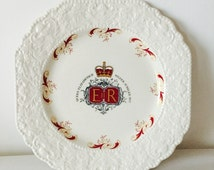 ER Queen Elizabeth II Silver Jubilee 25 years Coronation White and Red Lord Nelson Pottery Stoneware Plate Collection Collectors Queens Ware