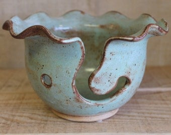Fern Scalloped Medium Yarn Bowl