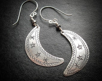 Witches Moon Earrings. Silver Crescent Moon Earrings