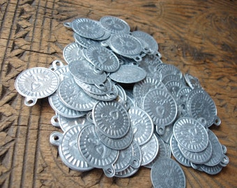 100 x round large Indian metal disc imitation coins with heart