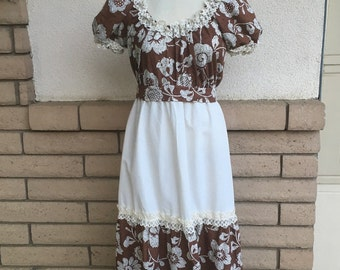 70s Tiered Maxi Dress in Brown Floral Print w/Lace by Mr. B of California Size S-M