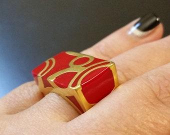 VINTAGE:  Scarlet red and gold unique design ring SZ 7