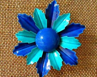 vintage 60s enamaled blue daisy flower pin brooch mod scooter girl flower child