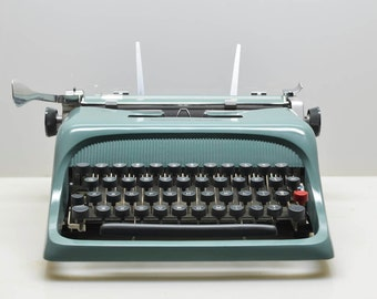 SUPERB! Vintage 1962 Olivetti Underwood Studio 44 Typewriter in Teal Turquoise, Italian Design, in Case With Manual and Key