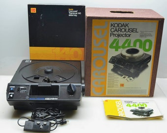 Kodak Carousel 4400 35mm Slide Projector with Remote Control & 140 Tray, in Box with Manual CLEAN!