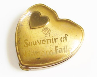 Vintage Heart Powder Compact Souvenir of Niagara Falls signed Hingeco