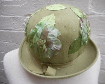 Late 1950's cloche hat