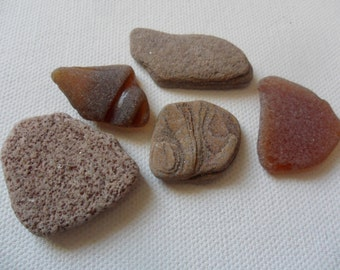 Beautiful brown pebble, pottery and sea glass mix - 5 Lovely beach find pieces from Lancashire, UK