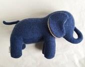 éléphant de laine unique - one of a kind green wool elephant plush